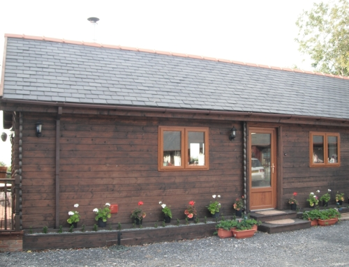 Video of a log cabin build in Wales