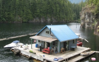 Floating cabin in Powell Lake