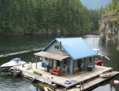 A fabulous floating cabin in British Columbia