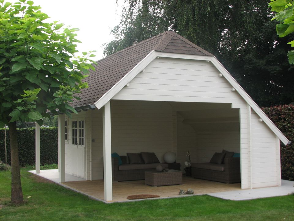 cottage alderman with canopy and wall