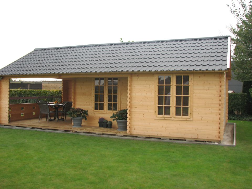 Kelly log cabin with pantile roof