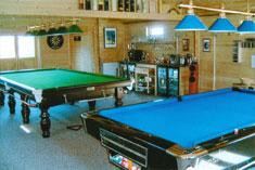 Snooker & pool log cabin