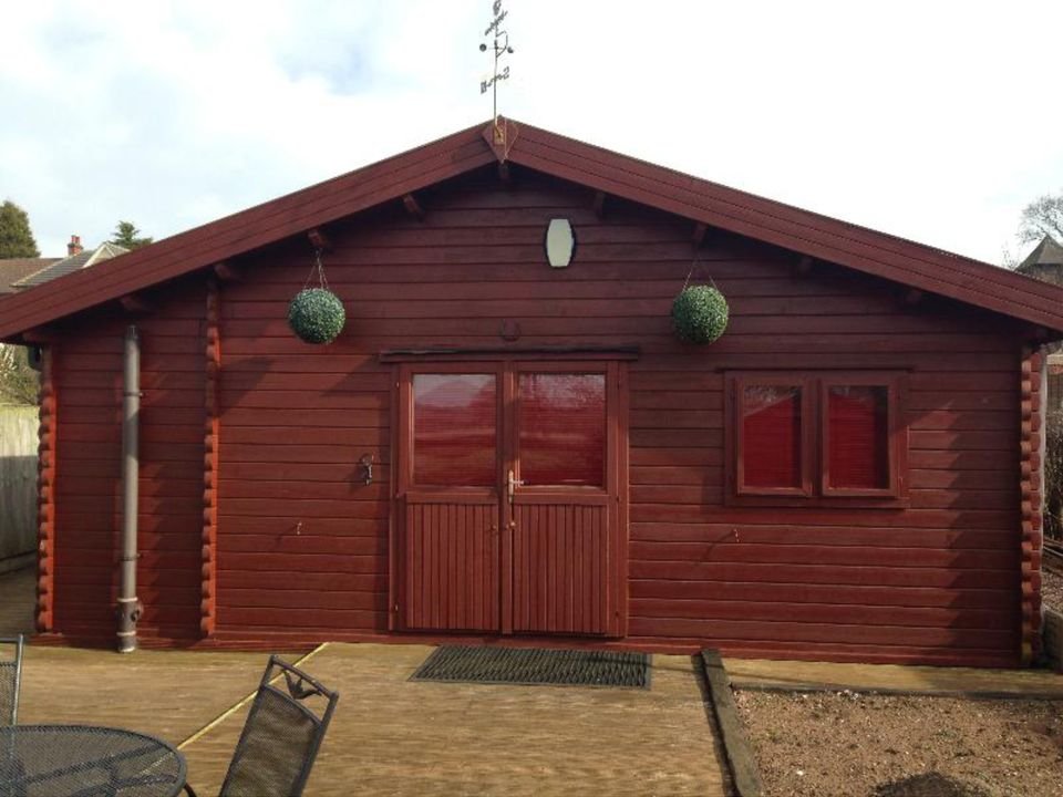 Keops log cabin for a full size snooker table