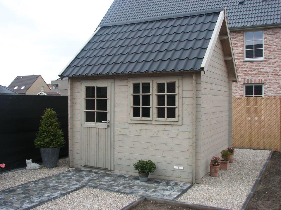 Archer Keops Cottage steep roof log cabin