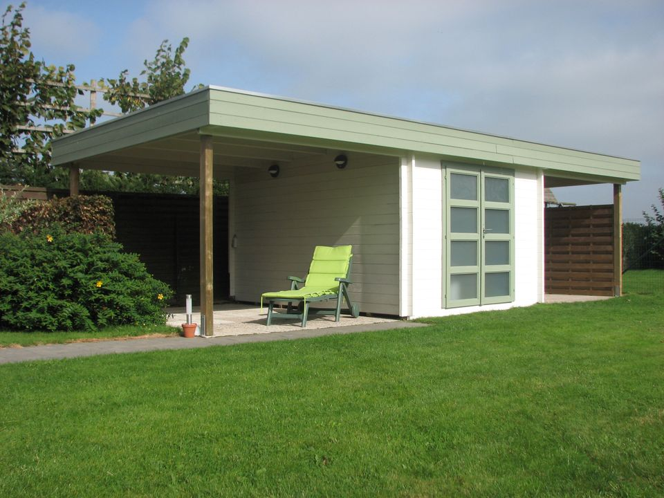 Carson Keops Moderna flat roof log cabin
