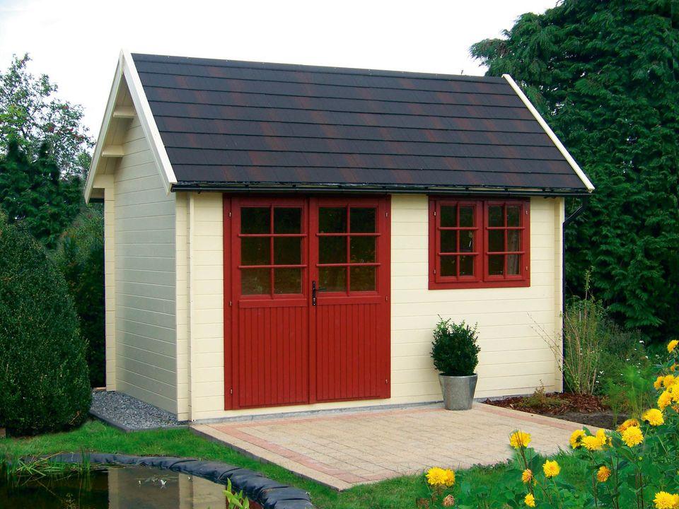 Clover Keops Cottage steep roof log cabin