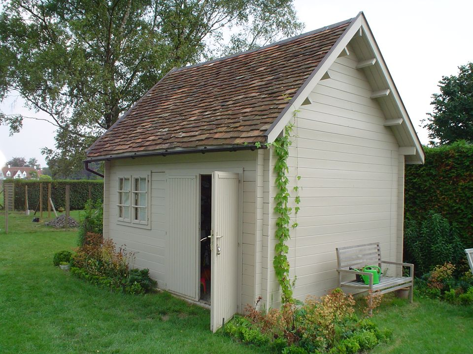 Hodge Keops Cottage steep roof log cabin