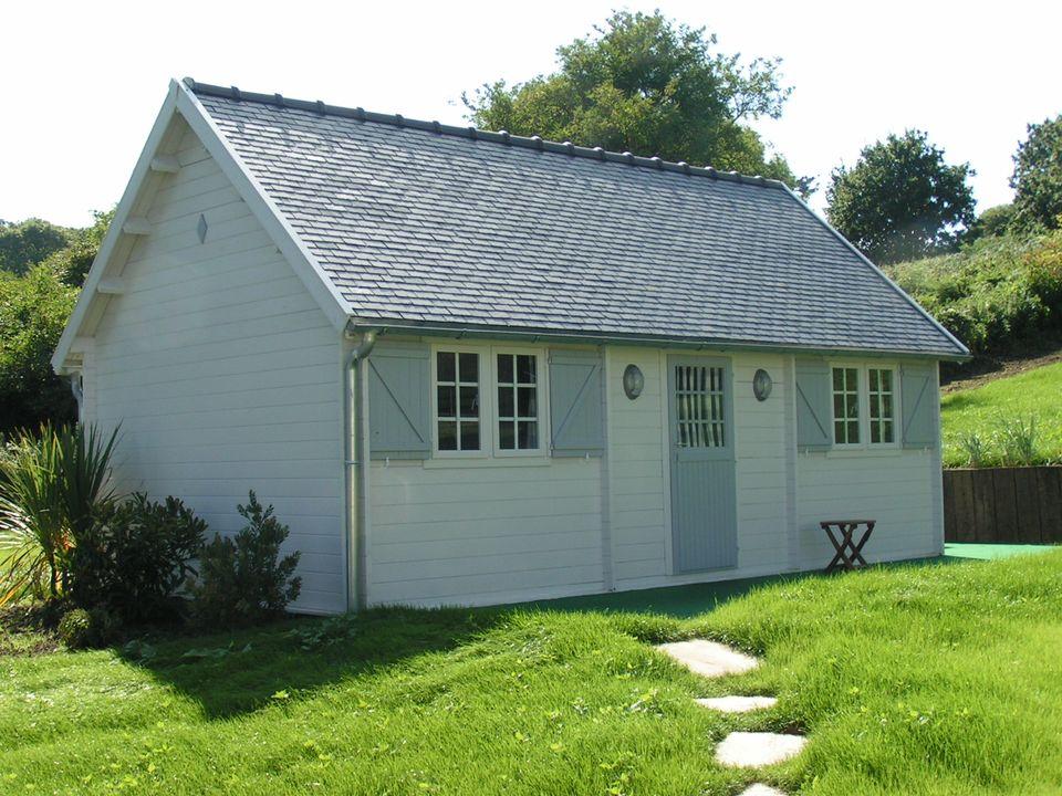July Keops Cottage steep roof log cabin