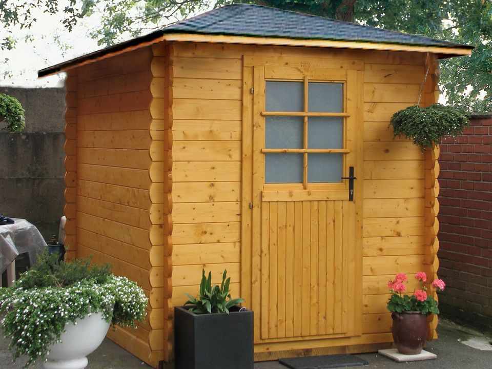 Lavers Keops Quatra pyramid roof log cabin