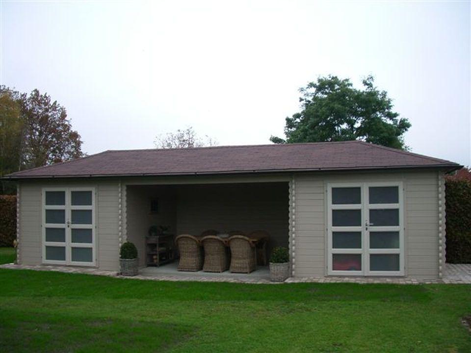 Little Keops Quatra pyramid roof log cabin