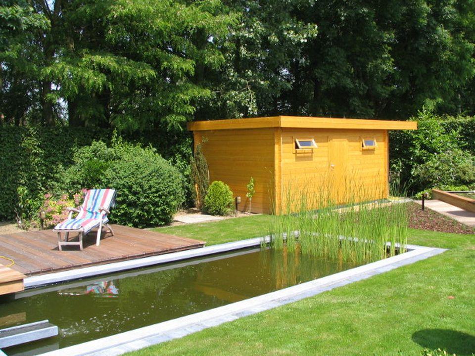 Nasir Keops Moderna flat roof log cabin