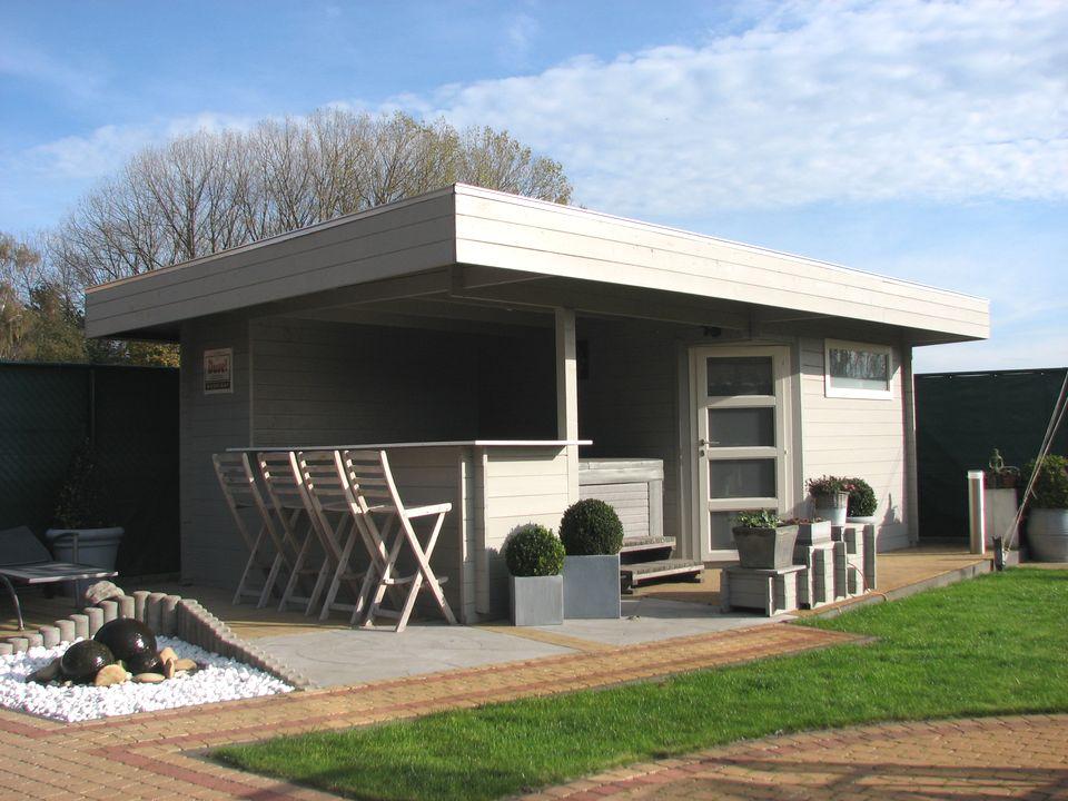 O'Brien Keops Moderna flat roof log cabin