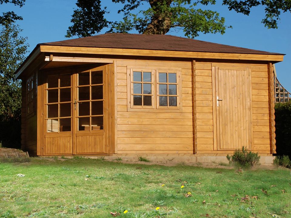 Shuttleworth Keops Penta pyramid roof log cabin