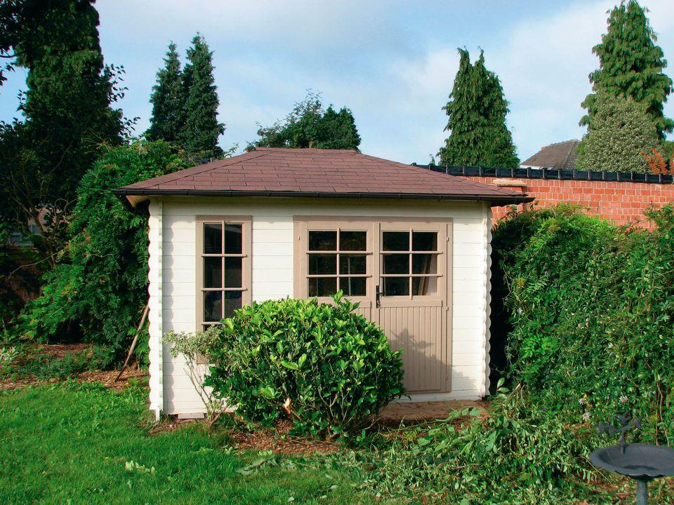 Stanley Keops Quatra pyramid roof log cabin