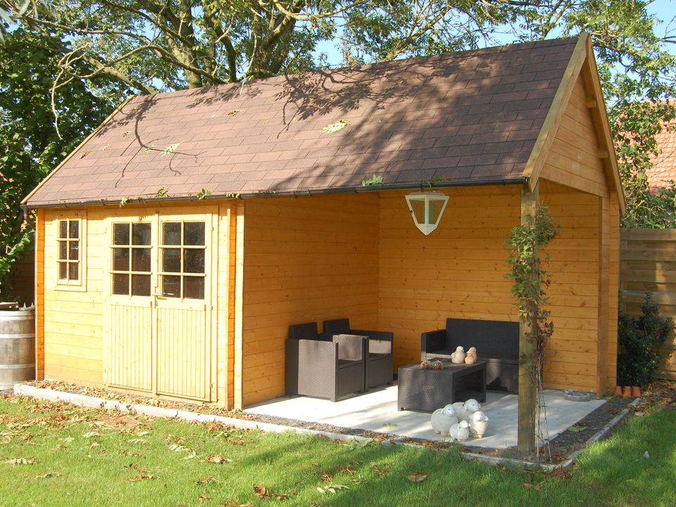 Twining Keops Cottage steep roof log cabin