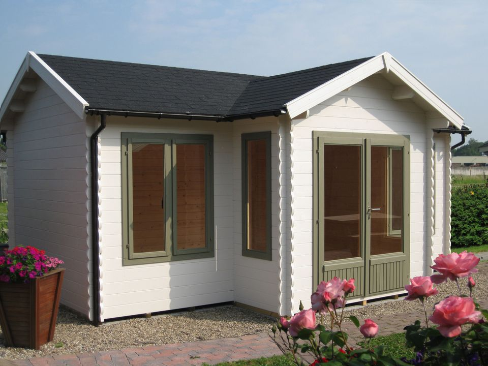Bunton Keops Evesham log cabin with feature porch