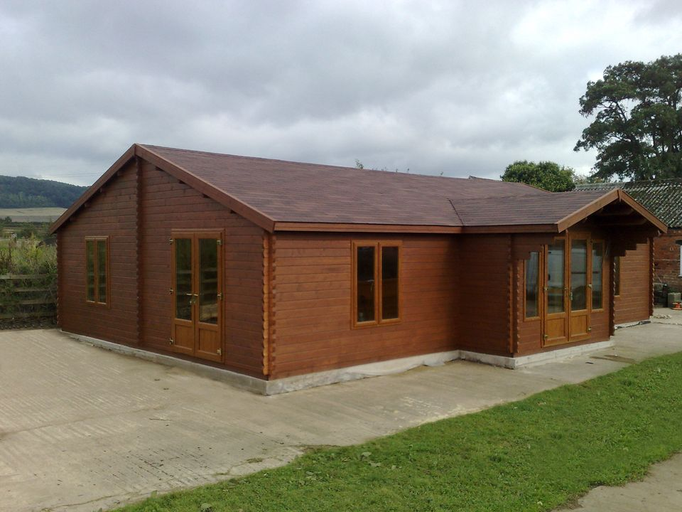 Garside Keops Evesham log cabin with feature porch