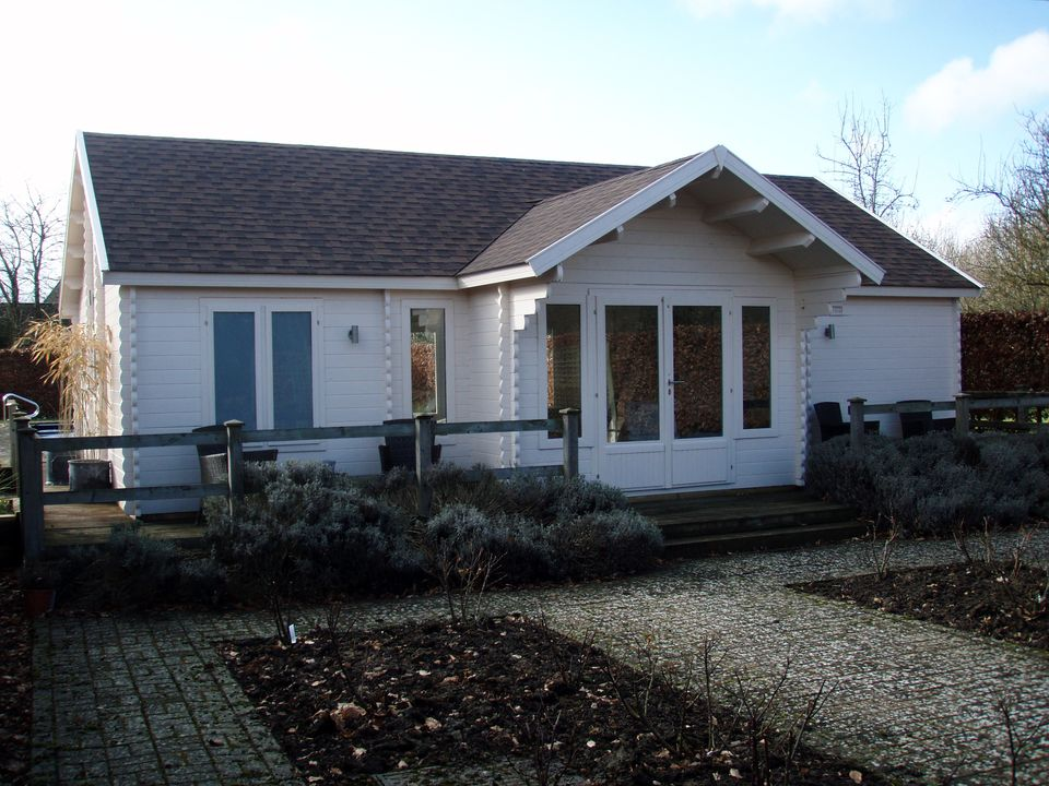 Robbins Keops Evesham log cabin with feature porch