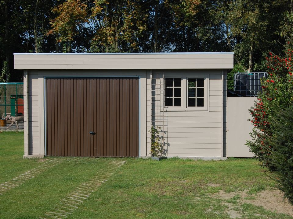 Patrick Keops Moderna flat roof single garage