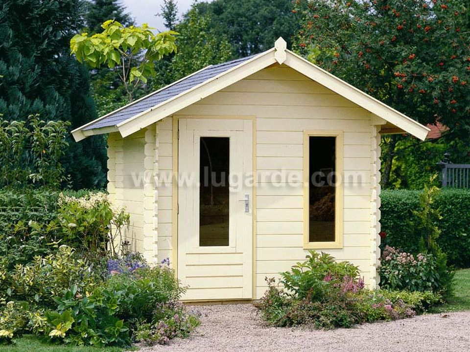Lugarde Cornwall log cabin