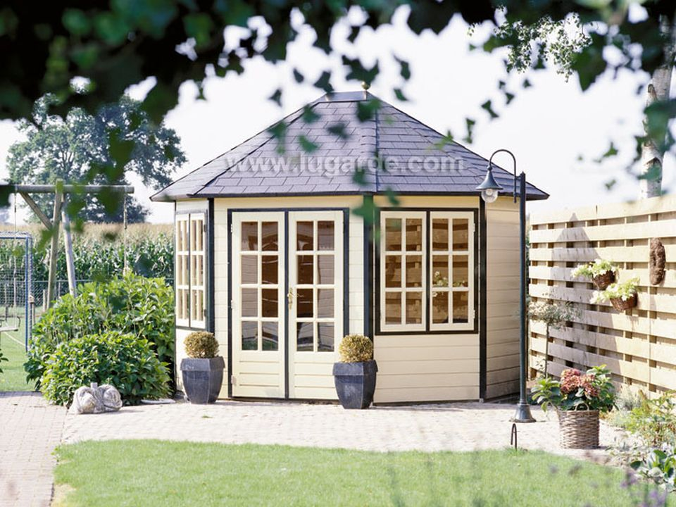 Lugarde Prima Sebia oval summerhouse