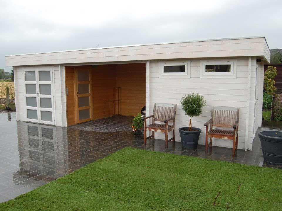 Gregory Keops Moderna flat roof log cabin