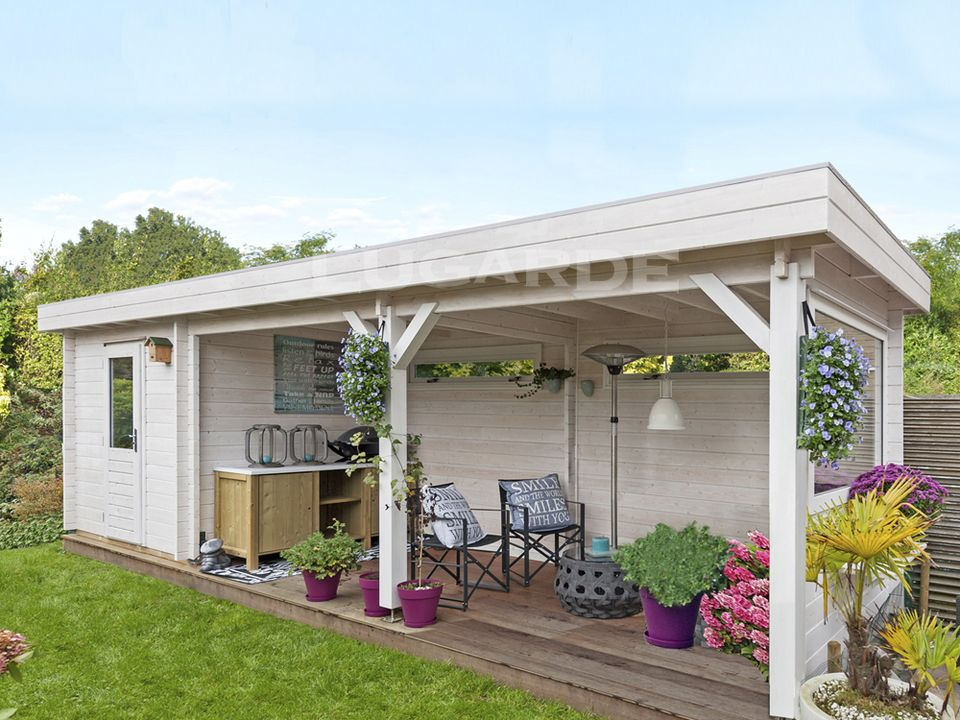 Lugarde Lubeck log cabin with canopy