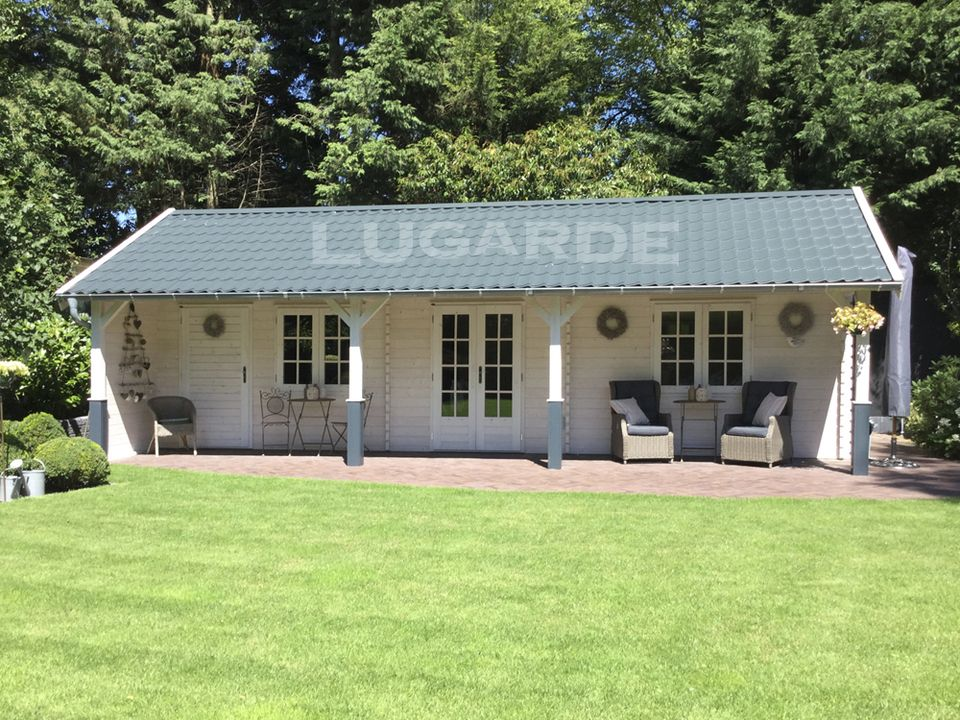 Lugarde Vicenza log cabin with canopy