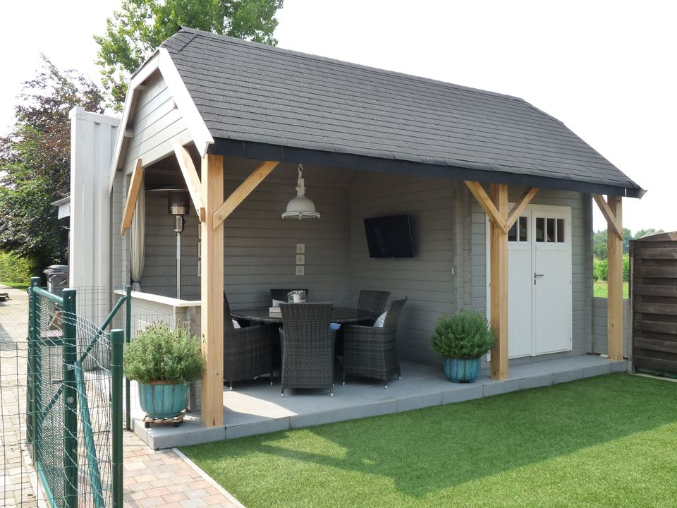 Mr Michel's Cottage style log cabin with canopy