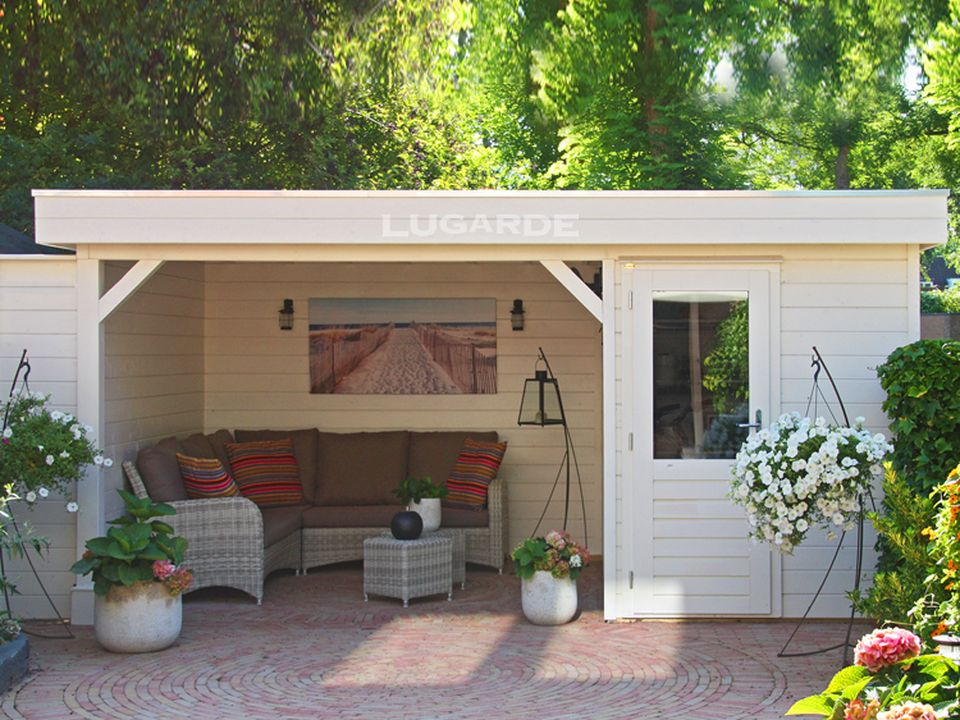 Lugarde PR18 flat roof summerhouse with side canopy