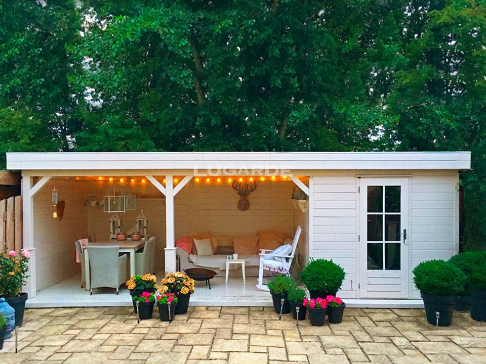 Lugarde Hannah PR29 summerhouse with large side canopy