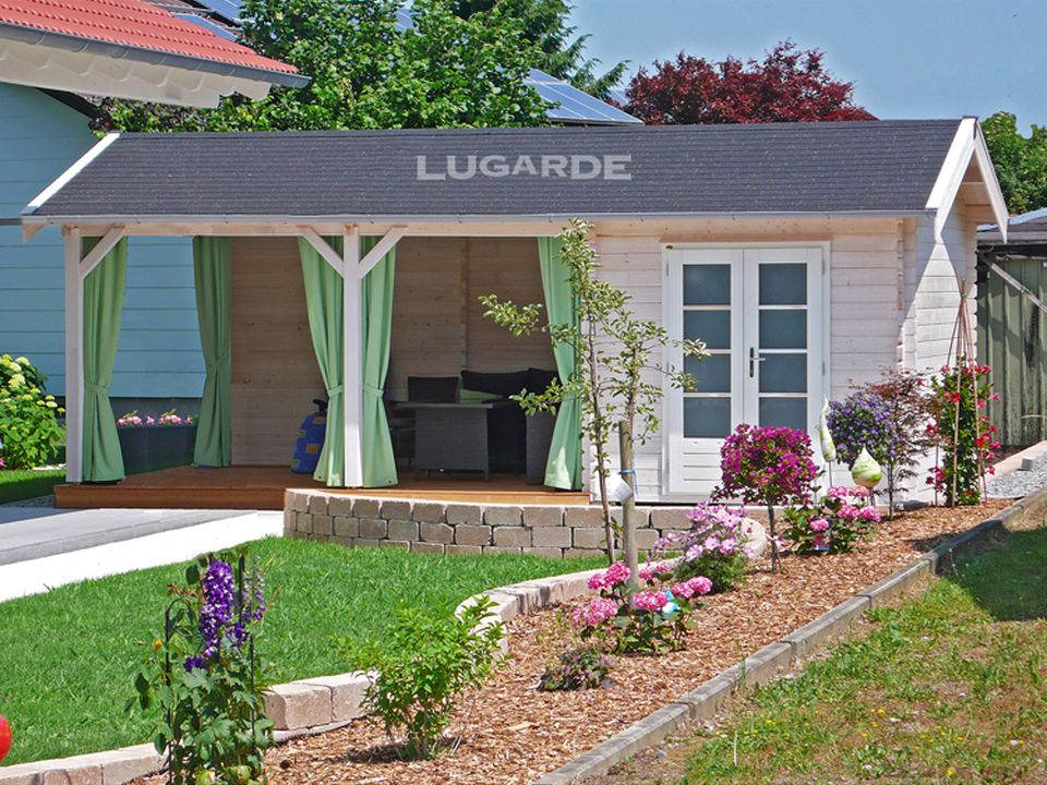 Lugarde Maxmo B59 log cabin with canopy