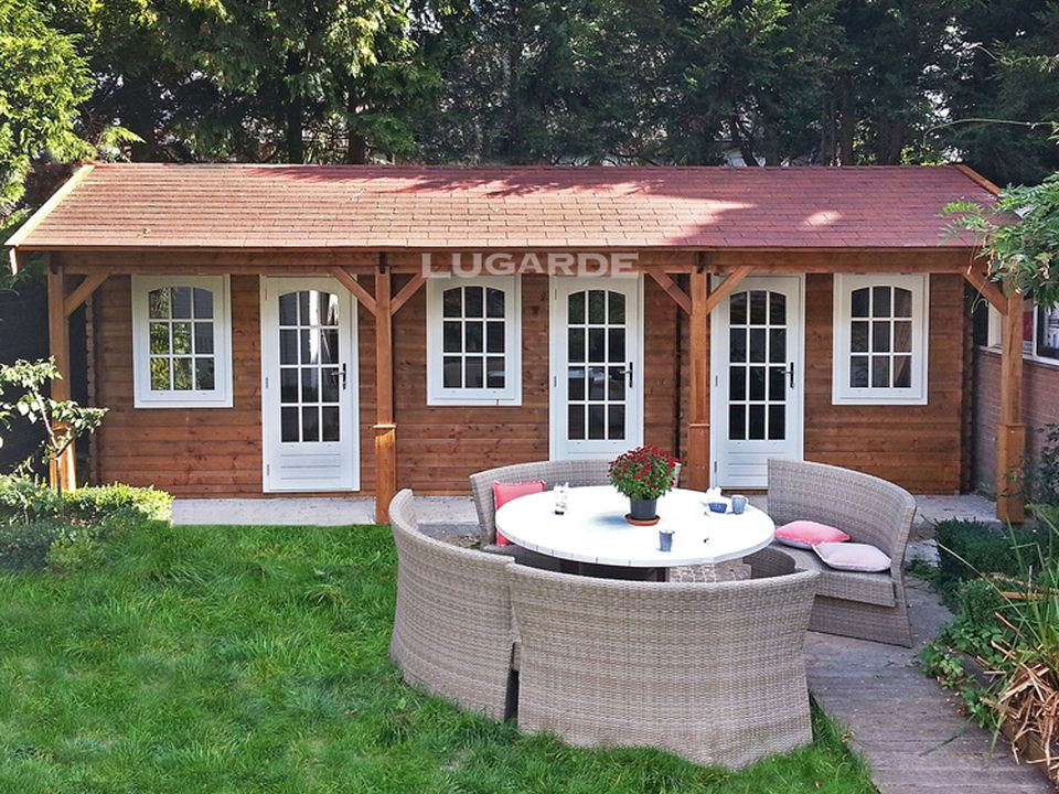 Lugarde Treviso B62 log cabin with eaves canopy