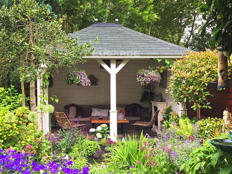 Lugarde Cordoba Gazebo VV4 with pyramid roof