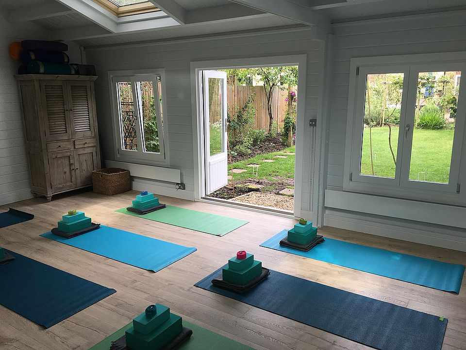 Keops Classic yoga studio log cabin interior