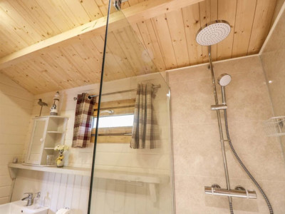 Shower room in the the one bedroom Pipit caravan