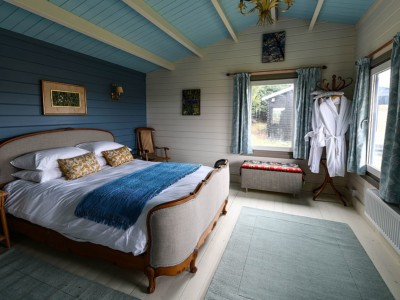 Keops Interlock Goldfinch Caravan bedroom