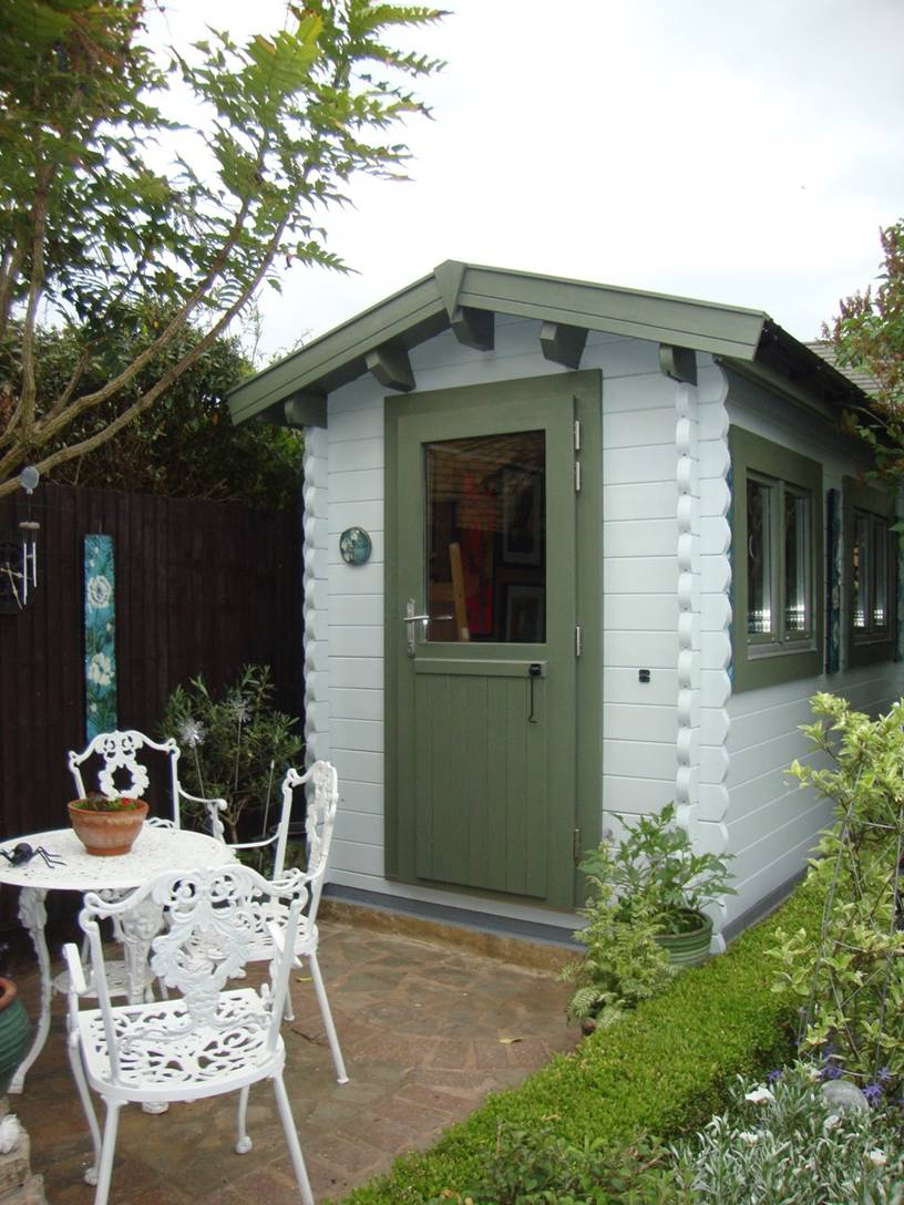 Log cabin art studio- perfect for a corner of the garden