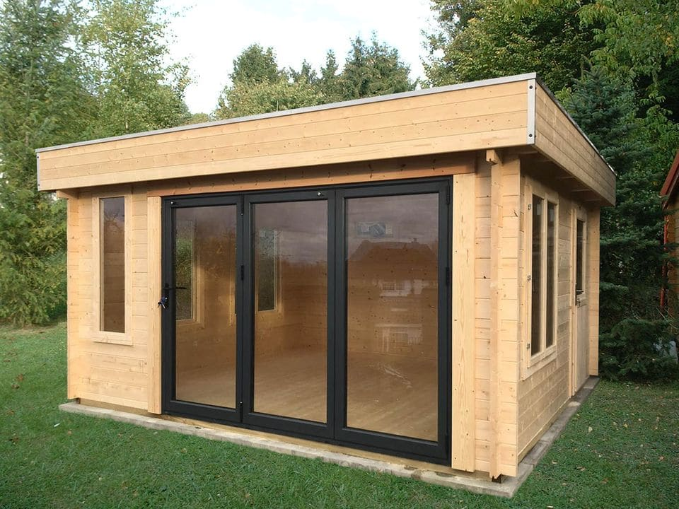 Moderna log cabin Johnson with bi-fold door